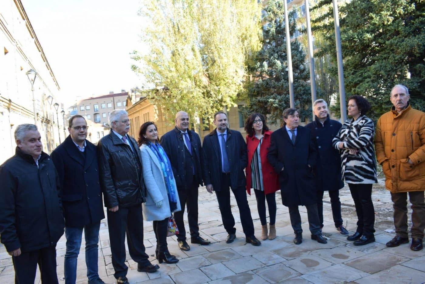 Ábalos visita en Haro las obras de rehabilitación del edificio María Díaz 22