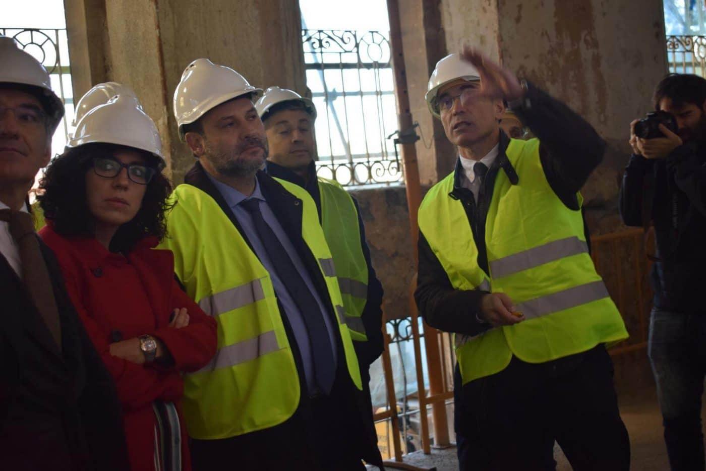 Ábalos visita en Haro las obras de rehabilitación del edificio María Díaz 1