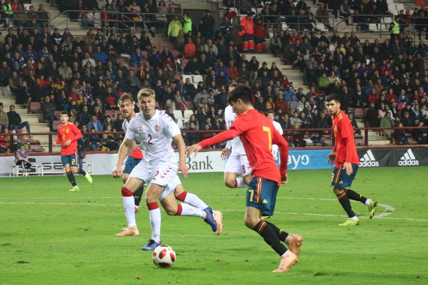 La Sub-21 de Luis de la Fuente remonta y golea en Las Gaunas 2