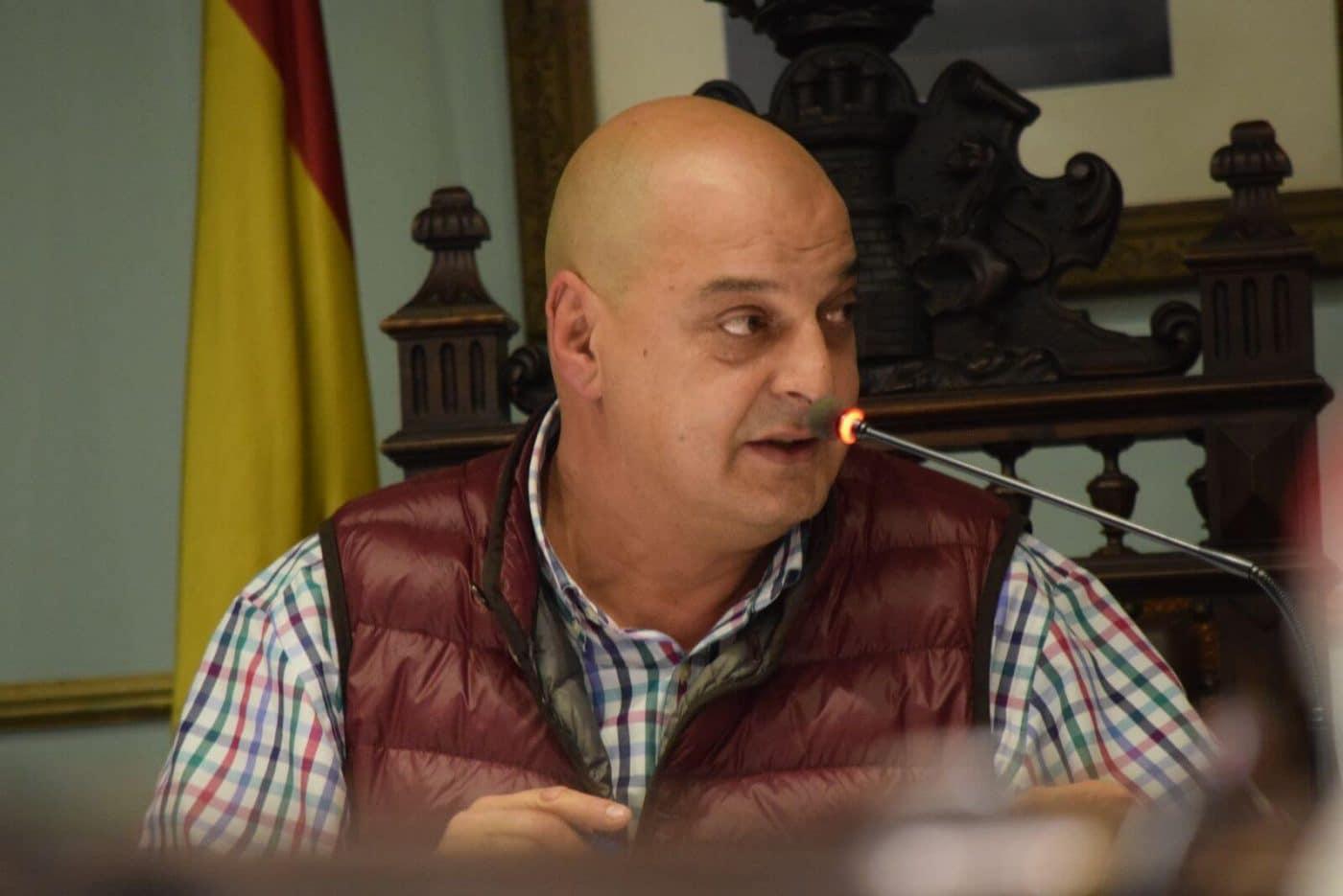 Olarte 'patina' y acusa a García de tener cerrado un contrato directo con la Agrupación Musical de Haro 1