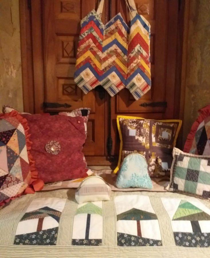 Exposición de patchwork de las Mujeres de la Vega en el Centro Fundación Caja Rioja-Bankia 2