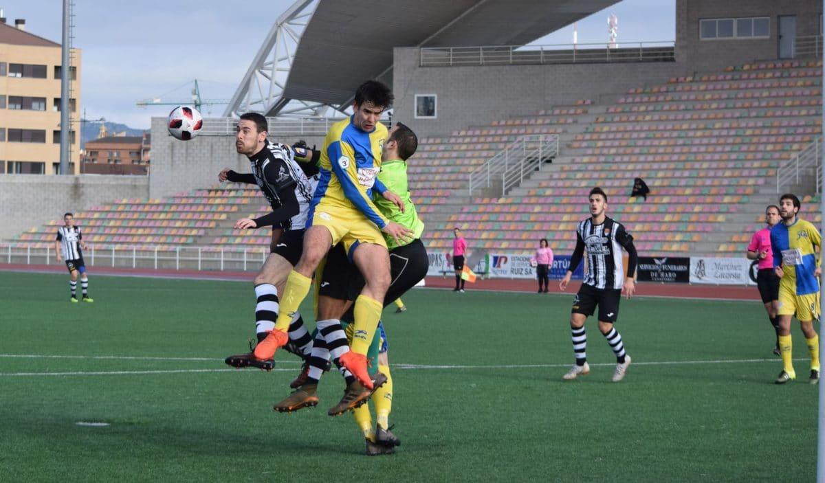 Partido tranquilo en El Mazo: el Haro vence 2-0 al Alberite 4