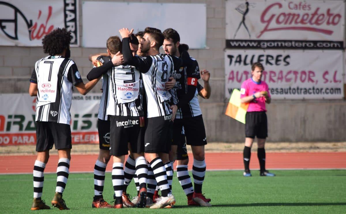 Partido tranquilo en El Mazo: el Haro vence 2-0 al Alberite 6