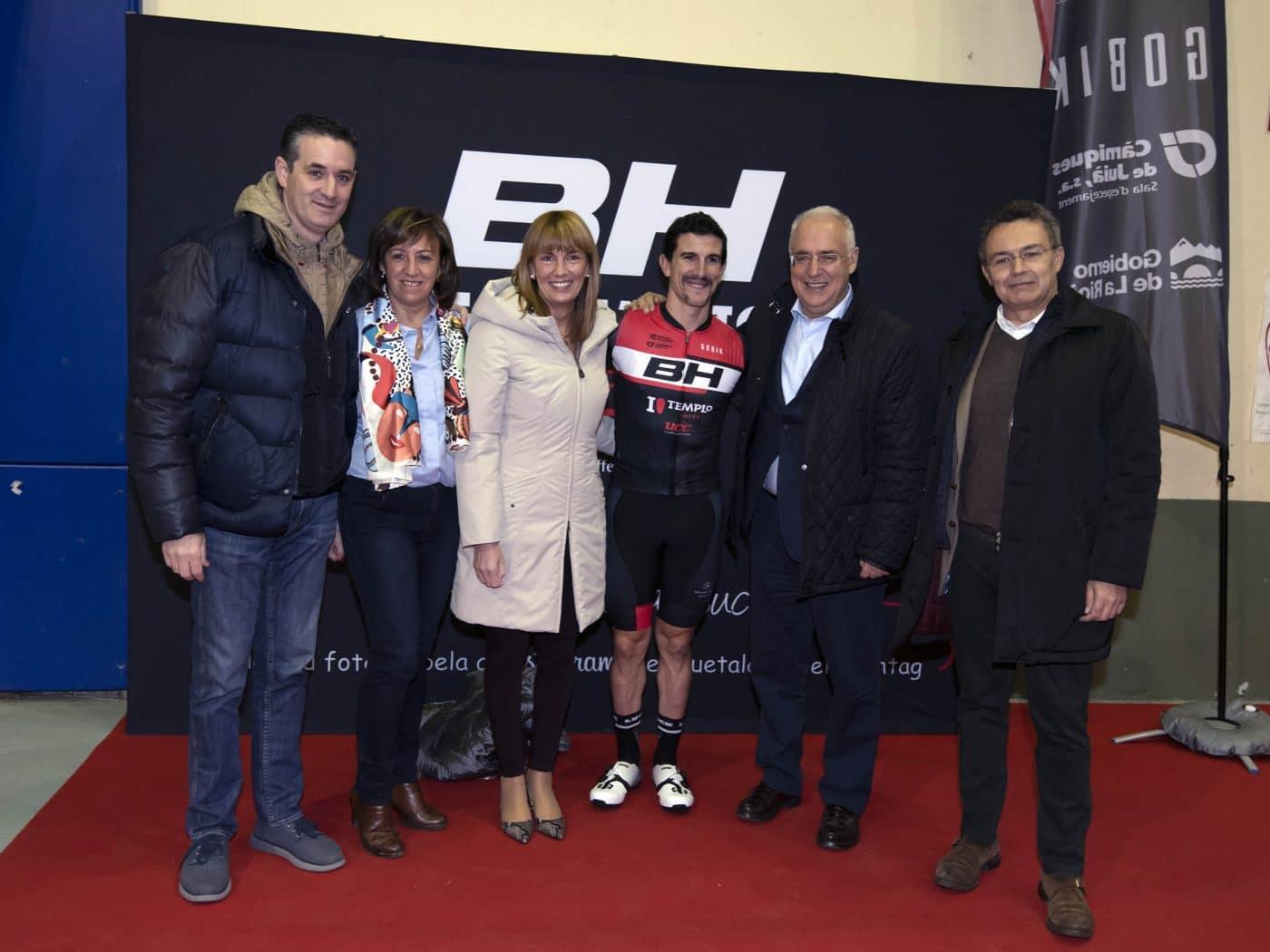 La jarrera María López se presenta con el nuevo equipo de Carlos Coloma, el BH Templo Cafés UCC 12
