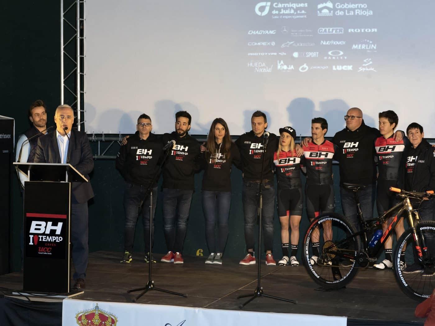 La jarrera María López se presenta con el nuevo equipo de Carlos Coloma, el BH Templo Cafés UCC 2