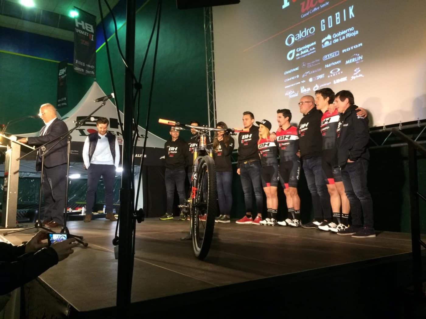 La jarrera María López se presenta con el nuevo equipo de Carlos Coloma, el BH Templo Cafés UCC 7