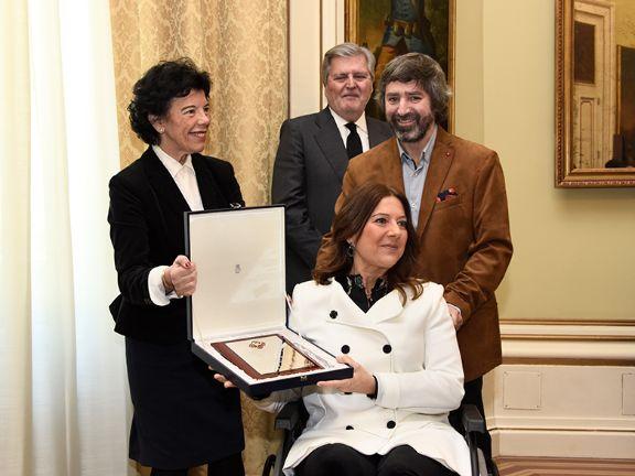 Celaá entrega la placa de honor de la orden civil Alfonso X El Sabio al Colegio Menesiano de Santo Domingo 1