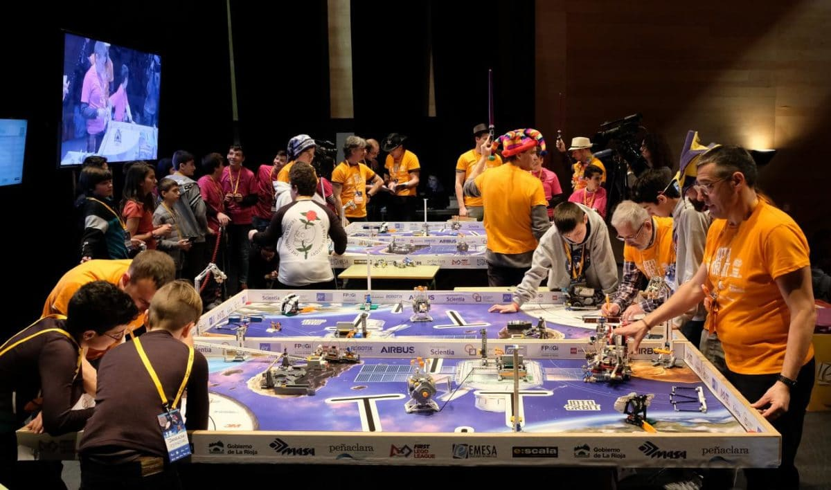 Menesianos de Santo Domingo y San Prudencio, ganadores de la First Lego League 1
