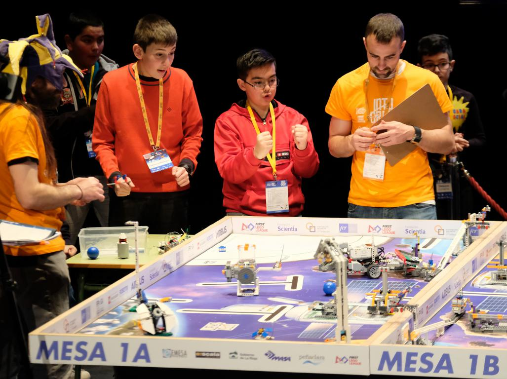 Menesianos de Santo Domingo y San Prudencio, ganadores de la First Lego League 11