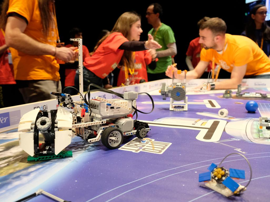 Menesianos de Santo Domingo y San Prudencio, ganadores de la First Lego League 12