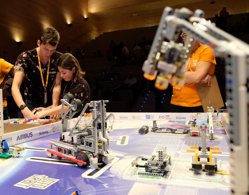 Menesianos de Santo Domingo y San Prudencio, ganadores de la First Lego League 13