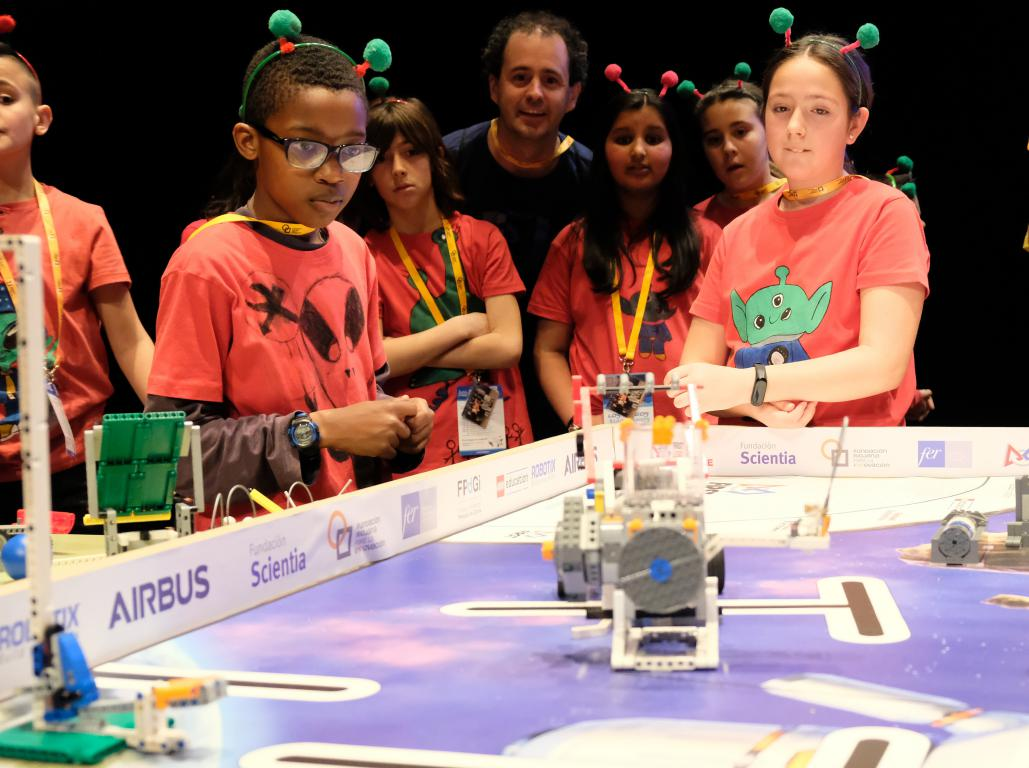 Menesianos de Santo Domingo y San Prudencio, ganadores de la First Lego League 18