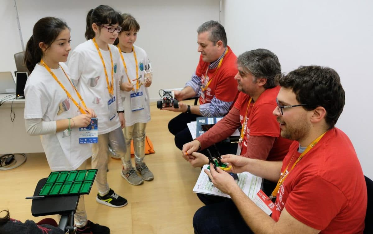 Menesianos de Santo Domingo y San Prudencio, ganadores de la First Lego League 19