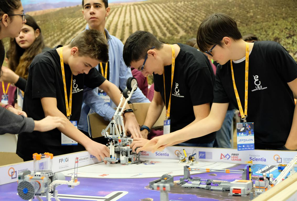 Menesianos de Santo Domingo y San Prudencio, ganadores de la First Lego League 2