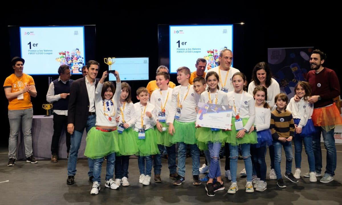 Menesianos de Santo Domingo y San Prudencio, ganadores de la First Lego League 38