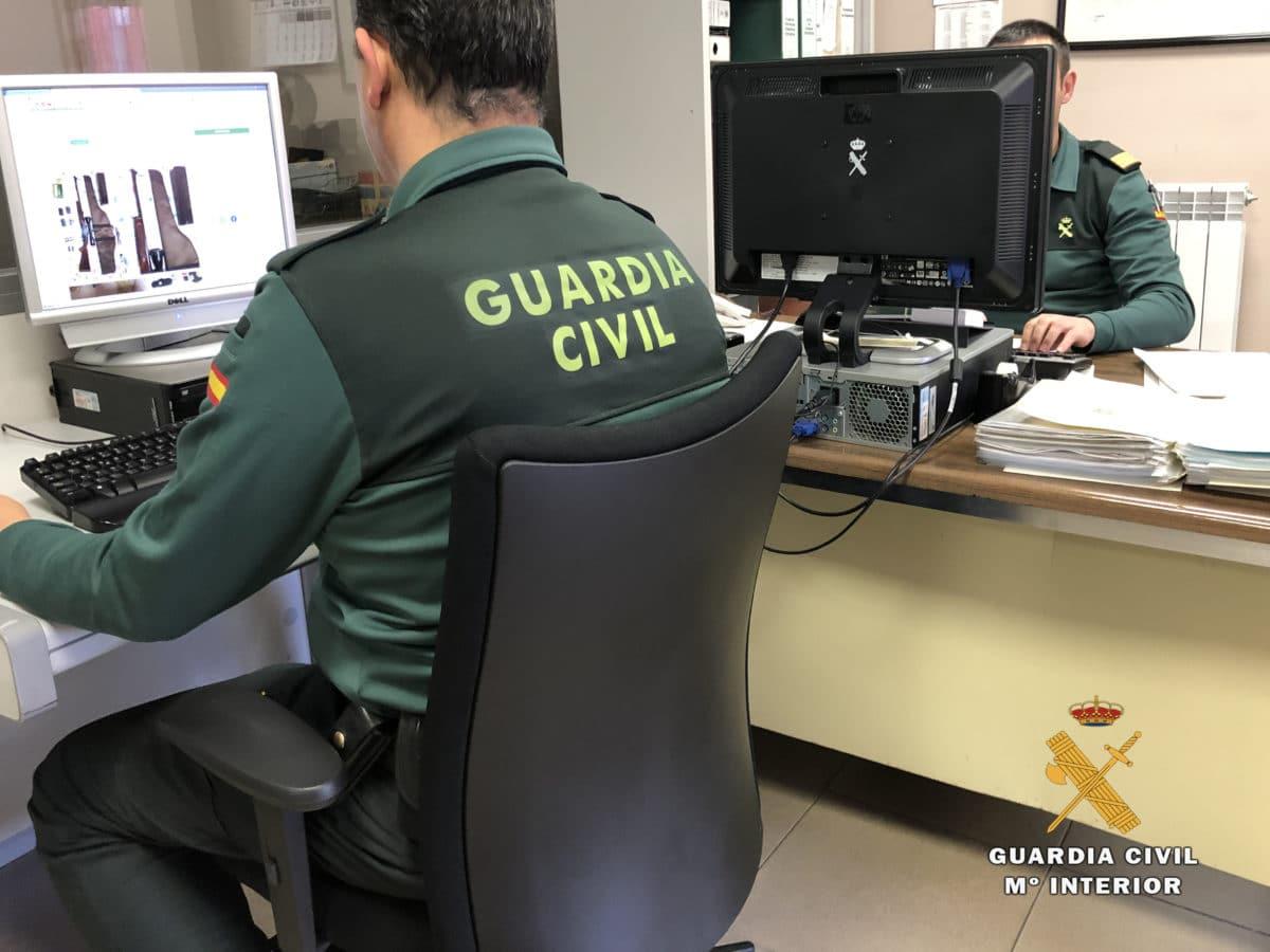 """""""Vendo visor y regalo rifle"""": Tres personas denunciadas en La Rioja por intentar vender armas en Internet 1"""