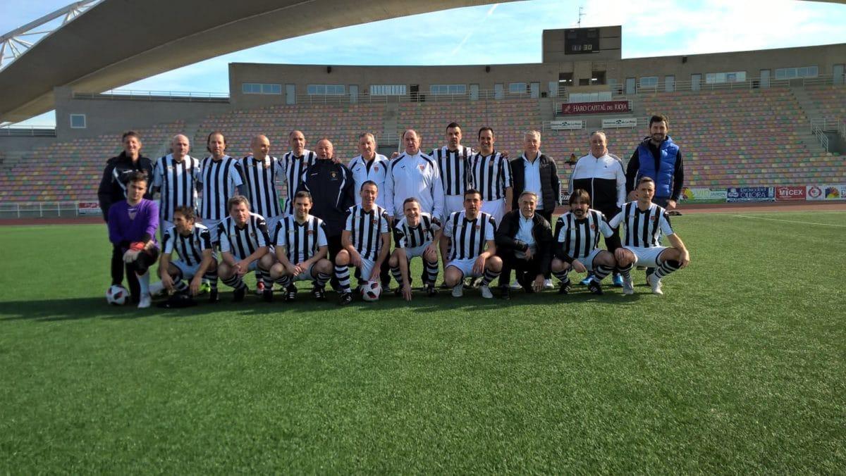 Veteranos del Haro Deportivo y del CD Logroñés disputan un amistoso derbi en El Mazo 2