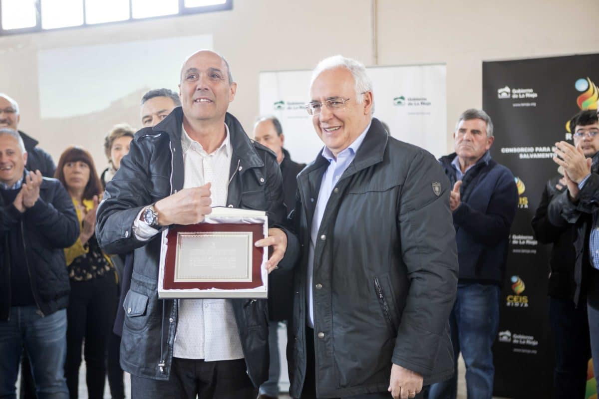 """Ceniceros agradece en Haro el """"esfuerzo y dedicación"""" de los bomberos del CEIS Rioja 1"""