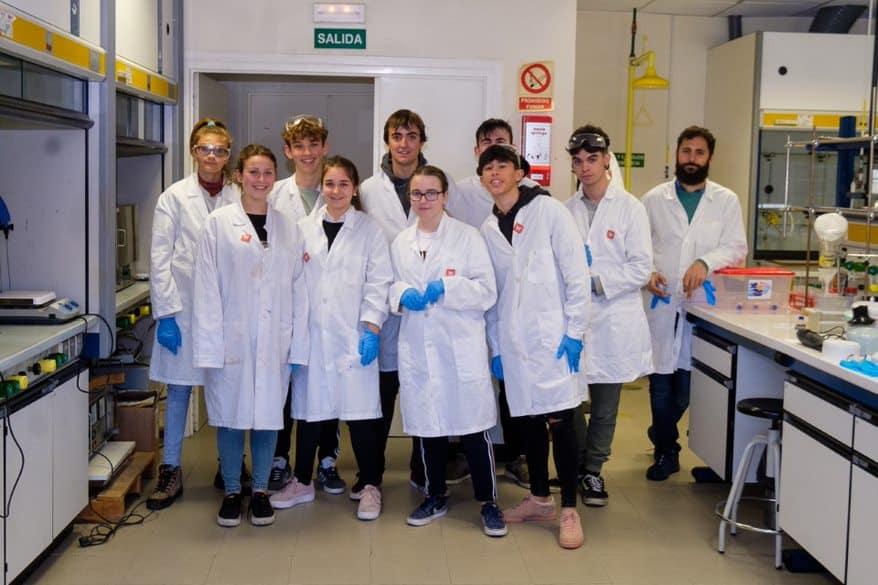 Estudiantes del IES Ciudad de Haro, ingenieros informáticos y químicos por un día 2