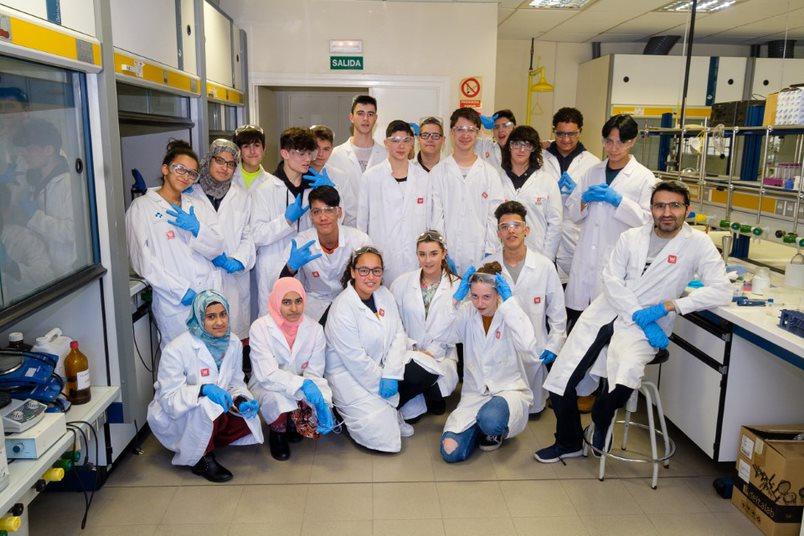 Estudiantes del IES Ciudad de Haro, ingenieros informáticos y químicos por un día 3