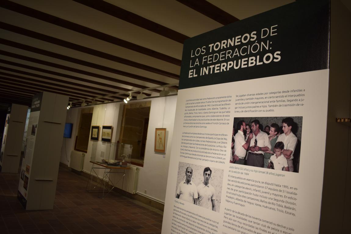 La exposición por el 75 aniversario de la Federación Riojana de Pelota llega a Haro 5
