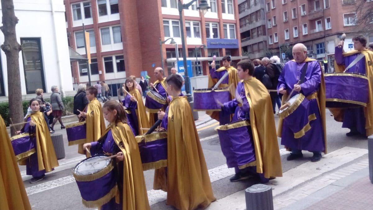 Las imágenes de la participación de la Agrupación de Cornetas y Tambores de Haro en la Exaltación de Clarines y Tambores de Bilbao 2