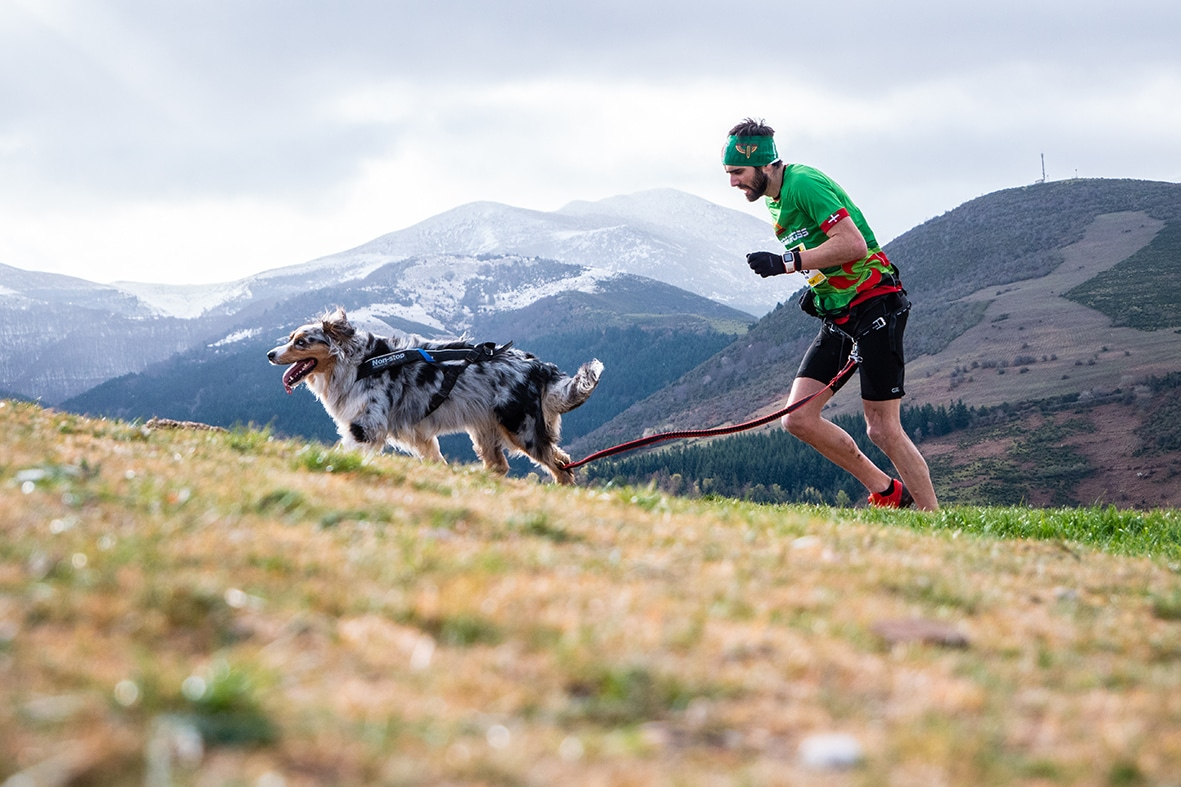 150 corredores de 14 provincias participan en la quinta edición del Canicross Demanda Xtrem 2