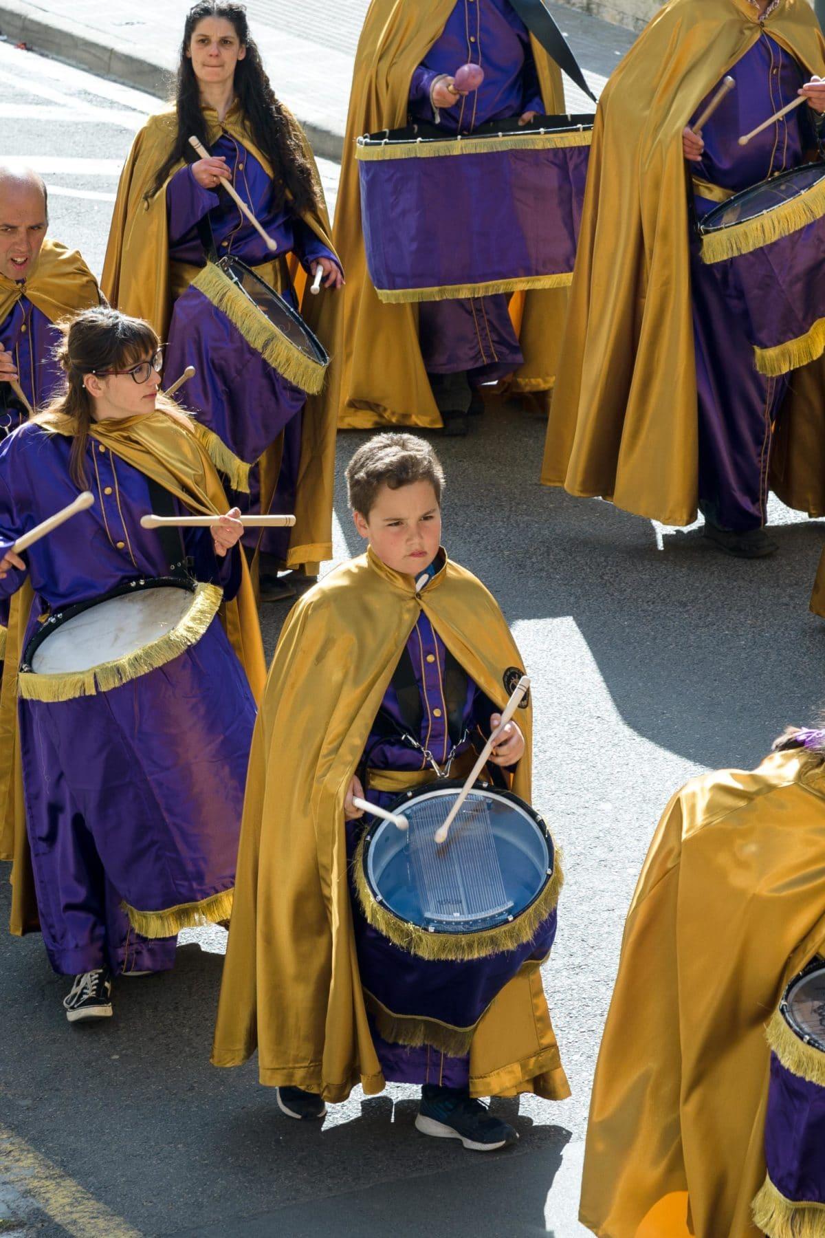 Cornetas y tambores retumban en Haro 9