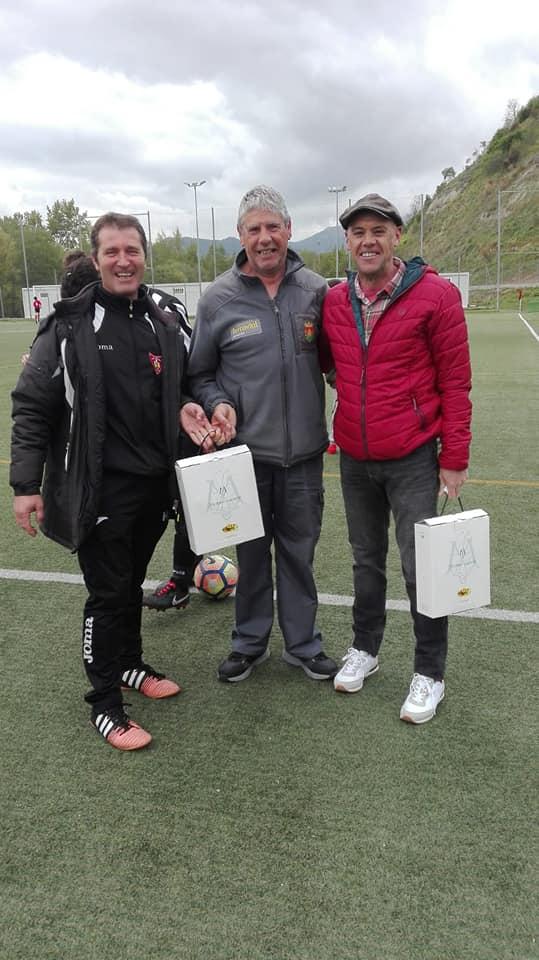 El Haro Sport Club alza el trofeo del torneo cadete Haro Capital del Rioja 13