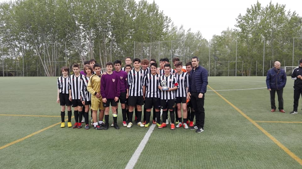 El Haro Sport Club alza el trofeo del torneo cadete Haro Capital del Rioja 4