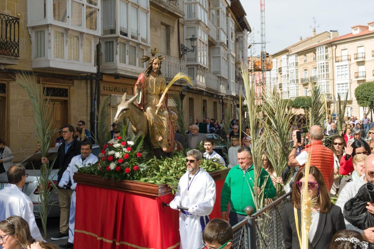 El pregón de la Coral y el Traslado del Cristo Yacente meten a Haro de lleno en Semana Santa 1