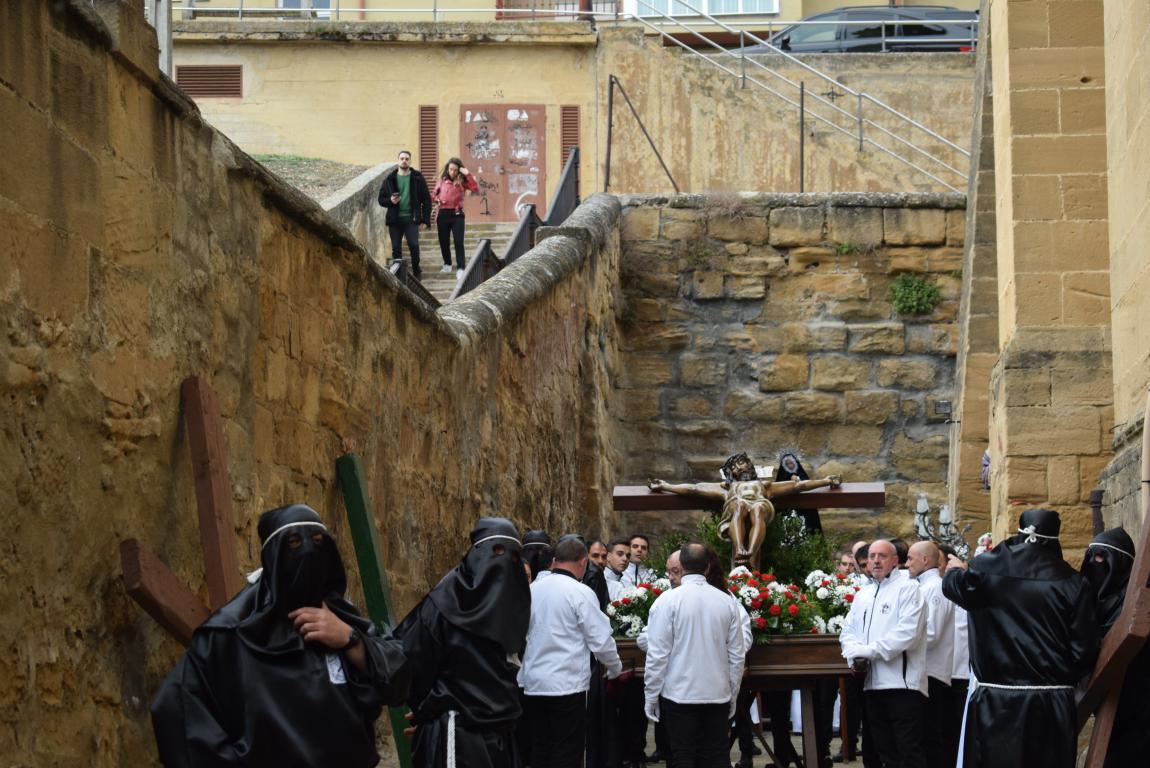 El Santo Entierro abarrota las calles del centro de Haro en el Viernes Santo 13