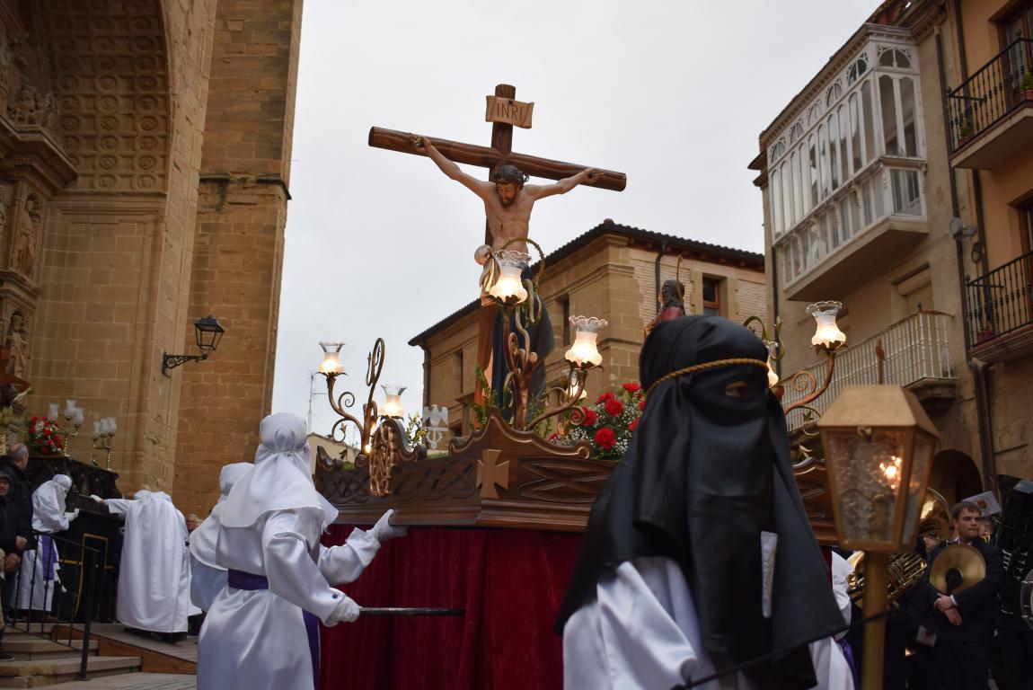 El Santo Entierro abarrota las calles del centro de Haro en el Viernes Santo 19
