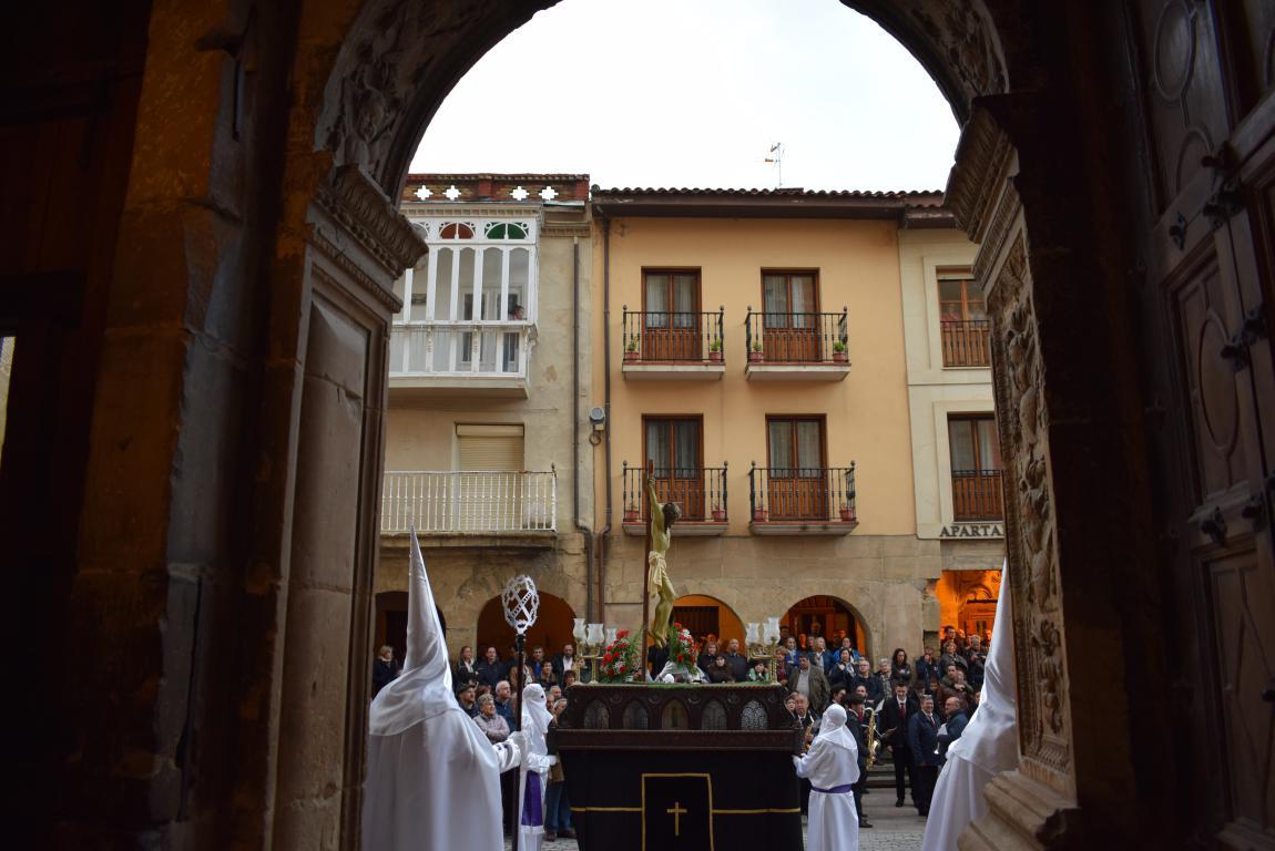 El Santo Entierro abarrota las calles del centro de Haro en el Viernes Santo 20