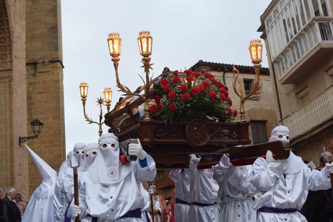 El Santo Entierro abarrota las calles del centro de Haro en el Viernes Santo 24