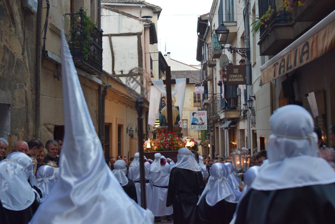 El Santo Entierro abarrota las calles del centro de Haro en el Viernes Santo 29