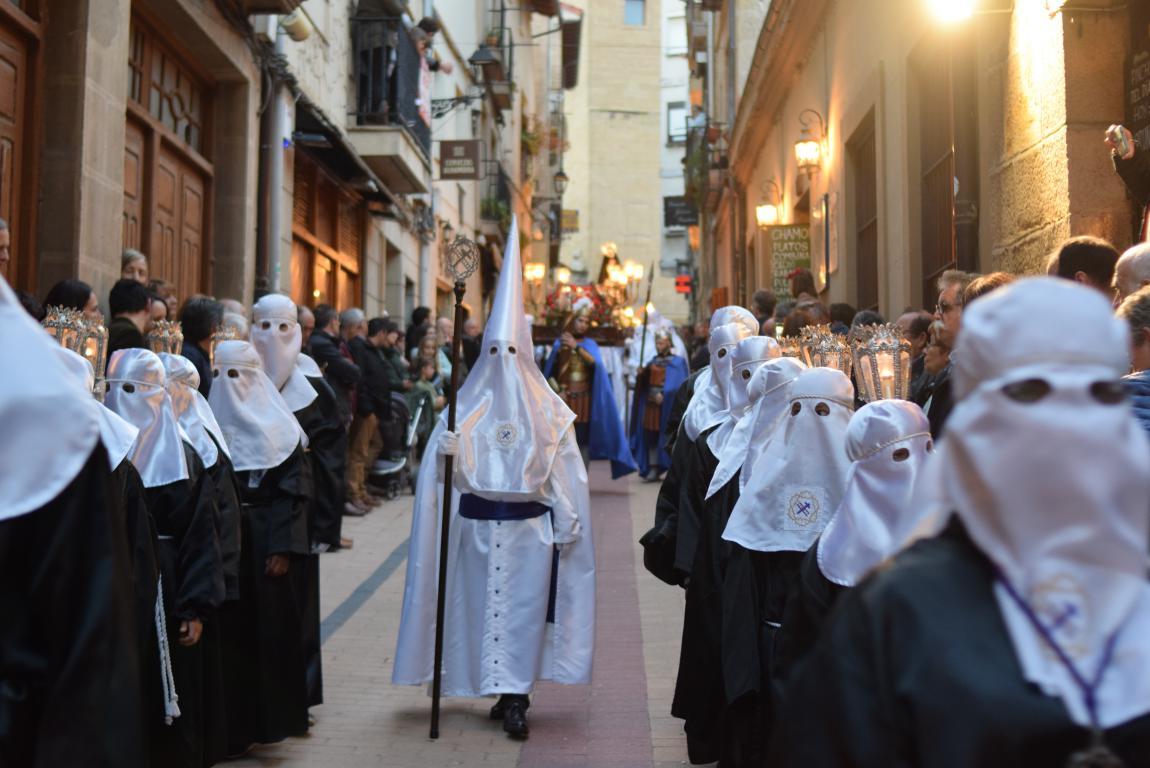 El Santo Entierro abarrota las calles del centro de Haro en el Viernes Santo 33
