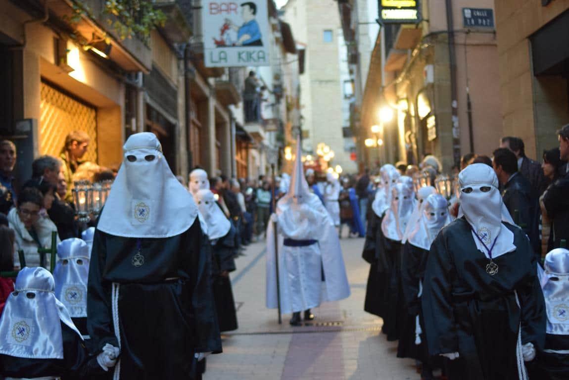 El Santo Entierro abarrota las calles del centro de Haro en el Viernes Santo 34