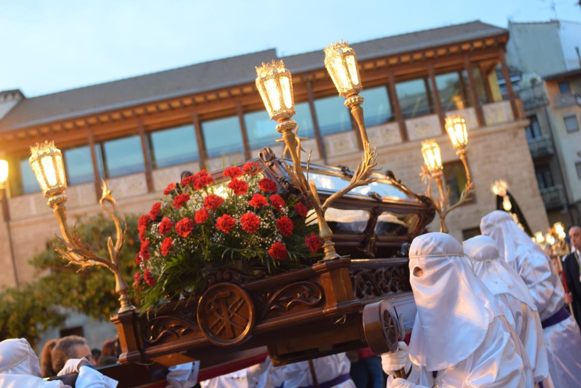 El Santo Entierro abarrota las calles del centro de Haro en el Viernes Santo 47