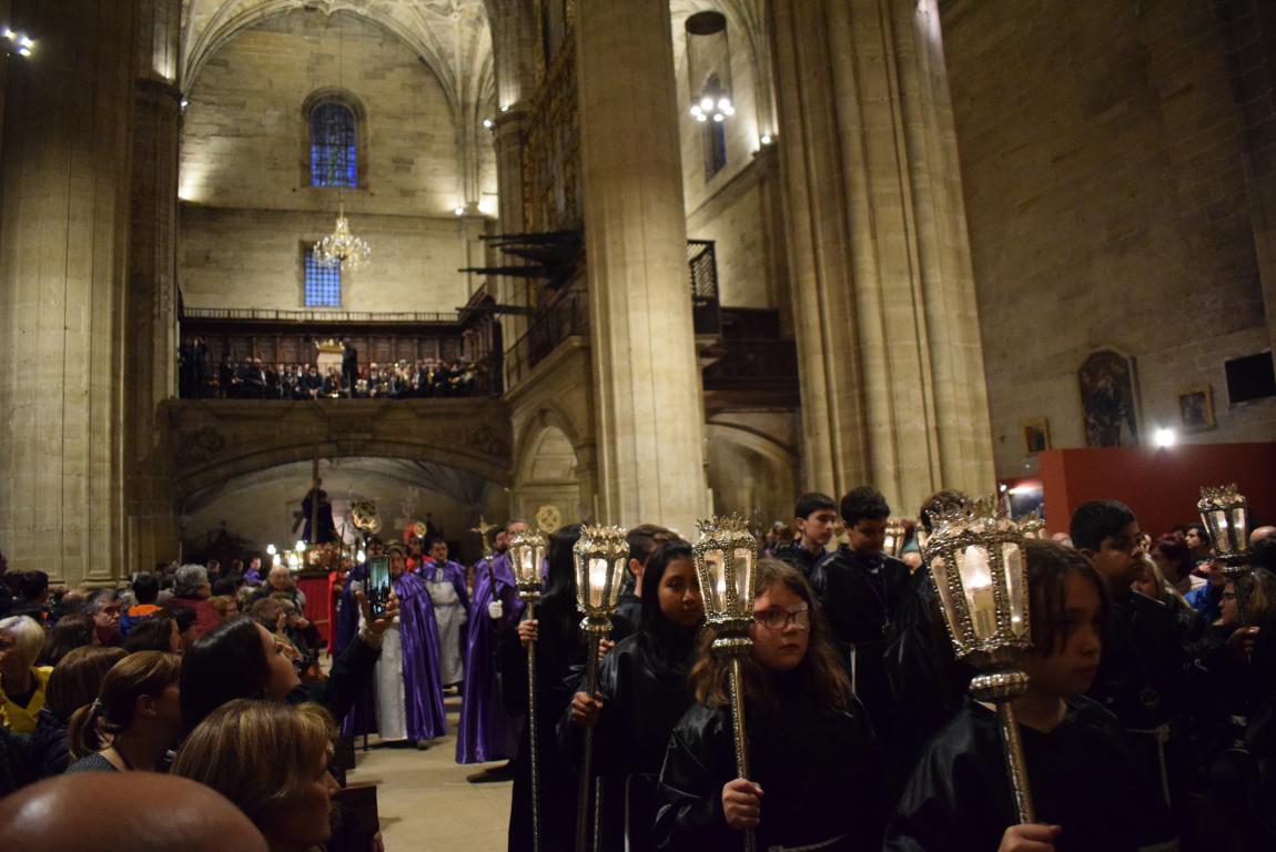 La lluvia obliga a trasladar la procesión de Jueves Santo a la parroquia 15