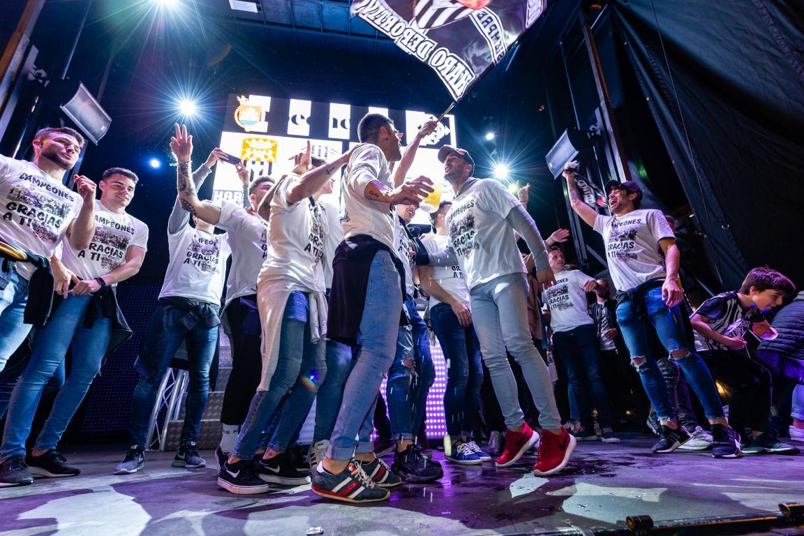 Las imágenes de la celebración del campeonato de liga del Haro Deportivo 4