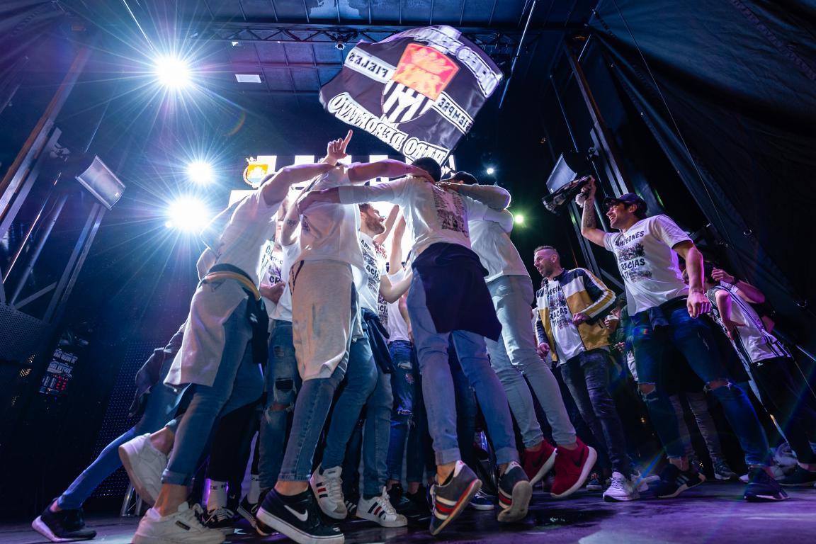 Las imágenes de la celebración del campeonato de liga del Haro Deportivo 3