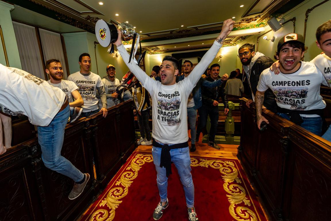 Las imágenes de la celebración del campeonato de liga del Haro Deportivo 12
