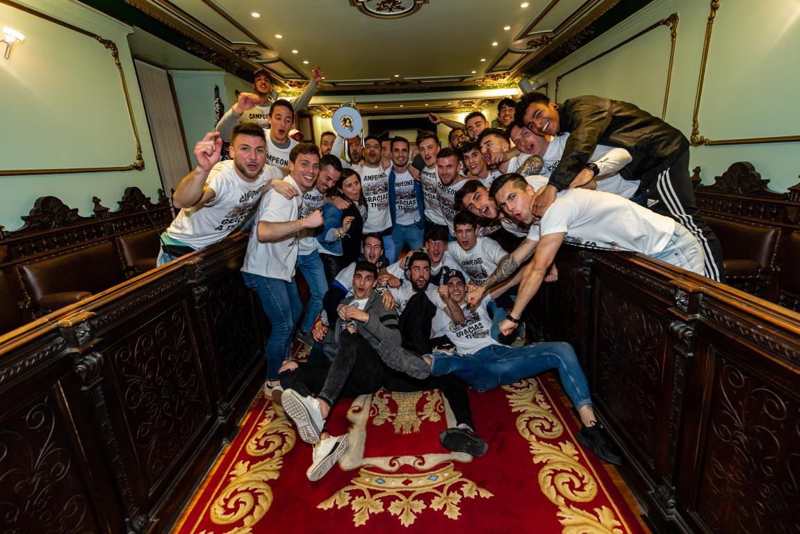Las imágenes de la celebración del campeonato de liga del Haro Deportivo 11