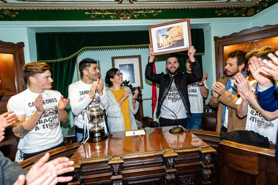 Las imágenes de la celebración del campeonato de liga del Haro Deportivo 10