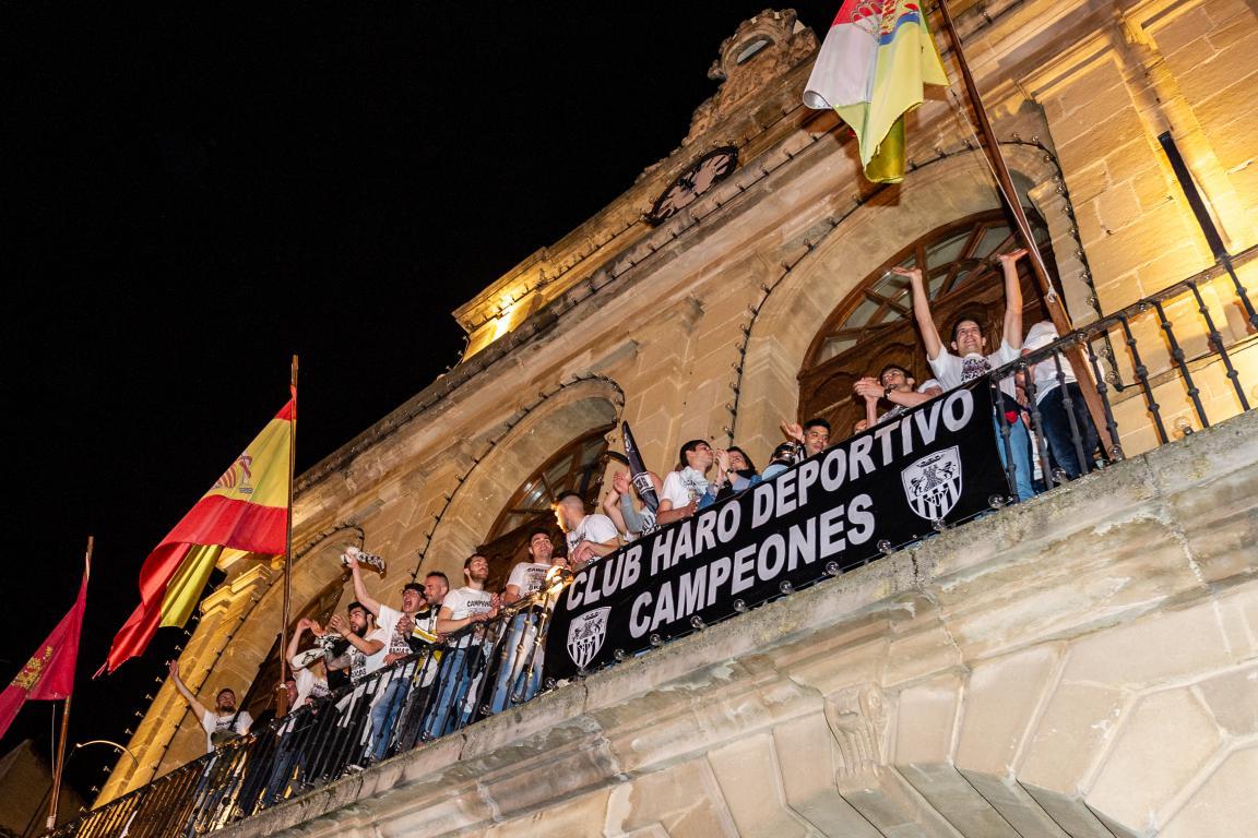Las imágenes de la celebración del campeonato de liga del Haro Deportivo 6