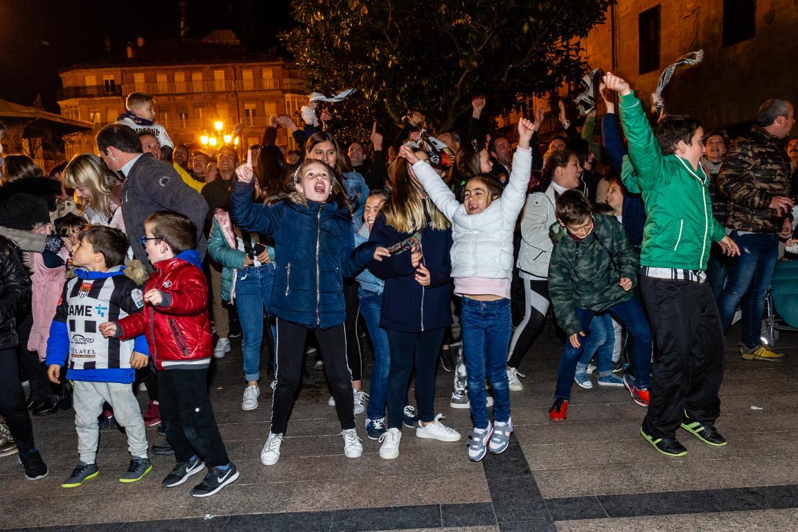 Las imágenes de la celebración del campeonato de liga del Haro Deportivo 5