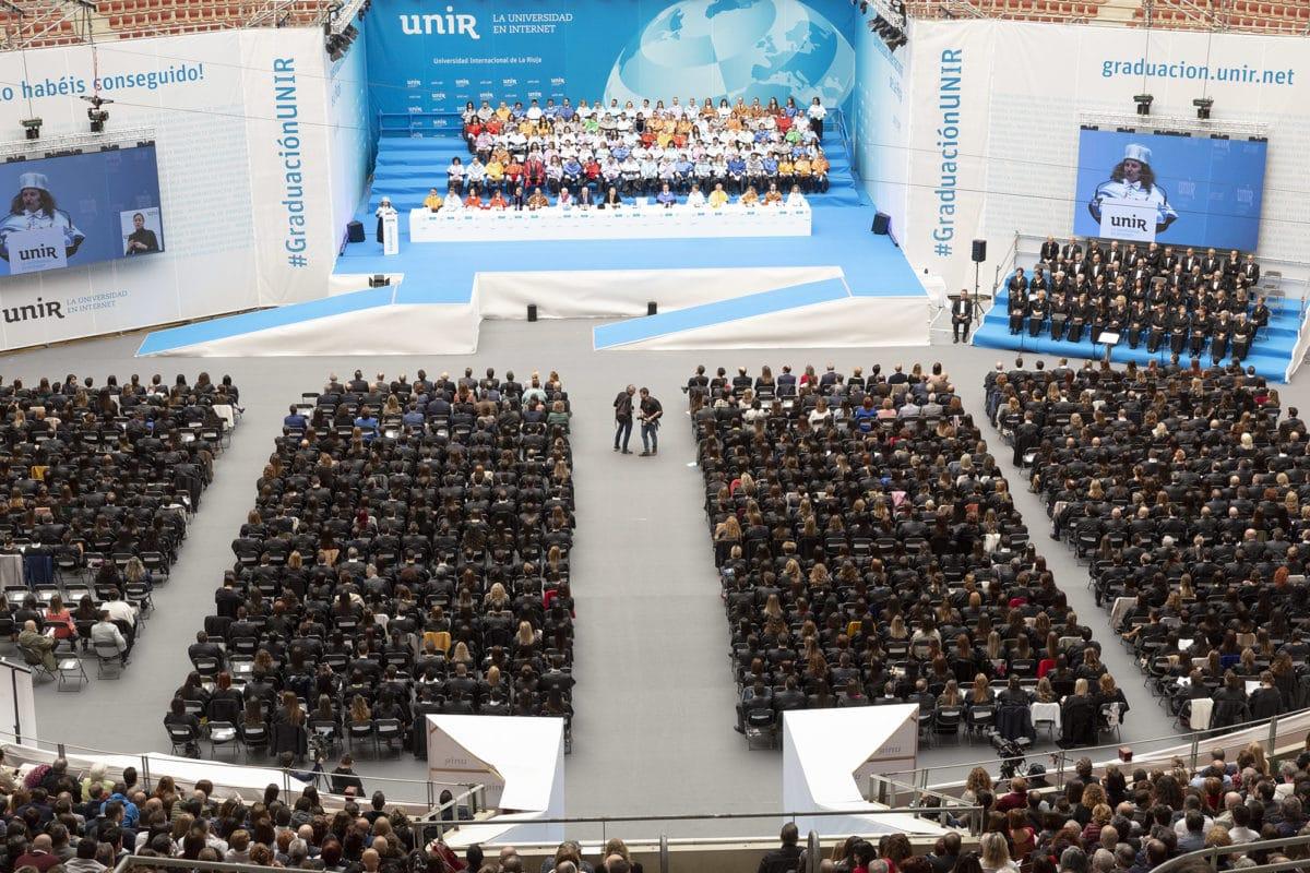 Alegría, emoción y hasta una petición de matrimomino en la graduación de alumnos de la UNIR 1
