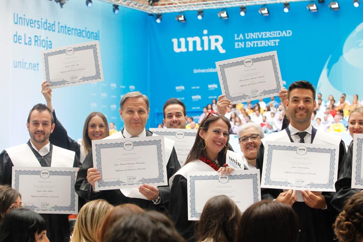 Alegría, emoción y hasta una petición de matrimomino en la graduación de alumnos de la UNIR 3