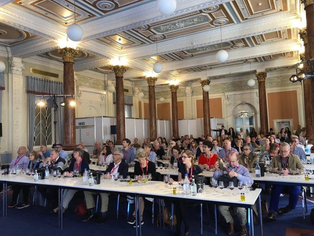 Cerca de 50 bodegas promocionan sus vinos en el estand de 'La Rioja Wines' durante la feria London Wine 1